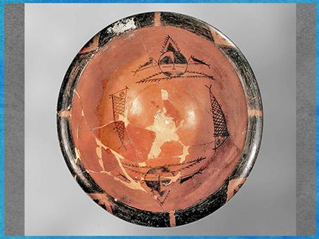 D'après un bassin, céramique peinte, masques sorciers et poissons, culture de Yangshao, 5000- 2500 avjc, néolithique, Chine ancienne. (Marsailly/Blogostelle)