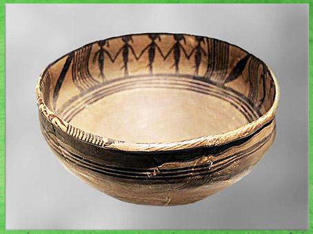 D'après un bassin, ronde de danseurs, céramique peinte, culture de Majiayao, vers 2800 – 2500 avjc, Qinghai, néolithique, Chine ancienne. (Marsailly/Blogostelle)