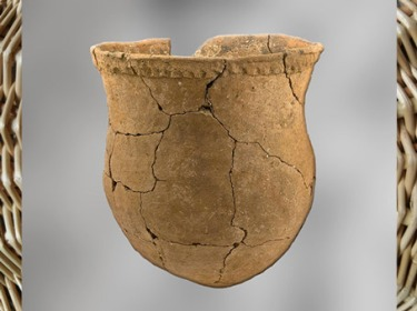 D'après un vase, terre cuite à motifs imprimés dans la pâte crue, IVe millénaire avjc, Bas-Rhin, néolithique, France. (Marsailly/Blogostelle)