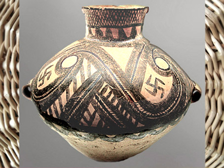 D'après une jarre, terre cuite peinte, motif svastika, culture Majiayao, vers 2600-2300 avjc, néolithique, Chine ancienne. (Marsailly/Blogostelle)