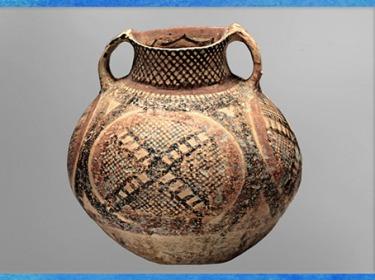 D'après un récipient à anses, motifs géométriques et de filet, poterie peinte, culture de Yangshao, 5000- 2500 avjc, néolithique, Chine ancienne. (Marsailly/Blogostelle)