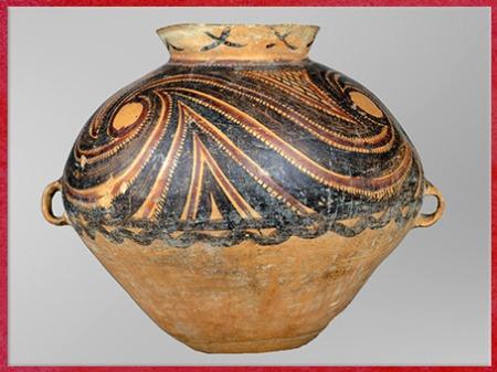 D'après une jarre, terre cuite peinte, motifs tournoyants, engobe rouge et noir, culture de Yangshao, 5000- 2500 avjc, néolithique, Chine ancienne. (Marsailly/Blogostelle)