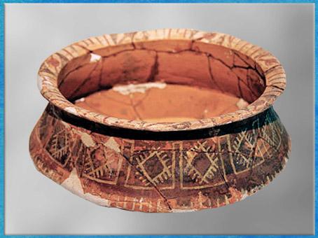 D'après un bassin, céramique peinte, décor géométrisant, culture de Dawenkou, vers 4300- 2400 avjc, néolithique, néolithique, Chine ancienne. (Marsailly/Blogostelle)