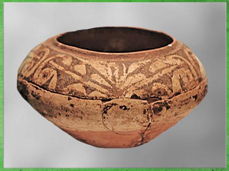 D'après une jatte, terre cuite peinte, thème végétal, culture de Dawenkou, vers 4300- 2400 avjc, néolithique, Chine ancienne. (Marsailly/Blogostelle)
