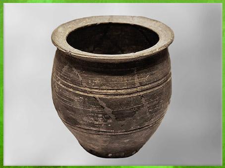 D'après un récipient cuisson-vapeur, céramique noire tournée, culture de Longshan, 2500- 1800 avjc, Henan, néolithique, Chine ancienne. (Marsailly/Blogostelle)