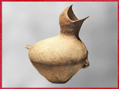 D'après une poterie-oisillon, terre cuite, 3000-2600 avjc, culture de Xiaoheyan, fleuve Liao, néolithique, Chine ancienne. (Marsailly/Blogostelle)