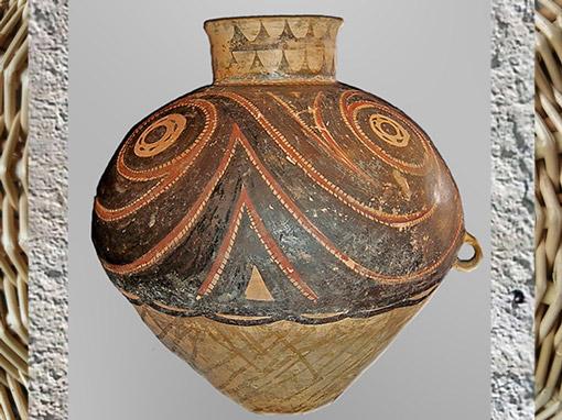D'après une céramique peinte, motifs solaires ou célestes et spirales, civilisation de Yangshao, 5000- 2500 avjc, néolithique, Chine ancienne. (Marsailly/Blogostelle)