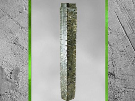 D'après un cylindre Cong, extérieur quadrangulaire, étages multiples, jade vert, vers 2500 avjc, culture de Liangzhu, fin néolithique, Chine ancienne. (Marsailly/Blogostelle)