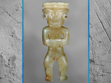 D'après une figurine en jade, amulette, culture de Longshan, vers 2500 -1700 avjc, Shanghai, néolithique, Chine ancienne. (Marsailly/Blogostelle)