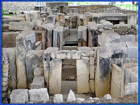 D'après les temples de Tarxien, mégalithes, Hal Saflieni, IVe- IIIe millénaire avjc, Malte, sanctuaire néolithique. (Marsailly/Blogostelle)