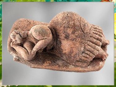 D'après une statuette, femme ou déesse endormie, terre cuite, Hal Saflieni, IVe -IIIe millénaire avjc, Malte, néolithique. (Marsailly/Blogostelle)