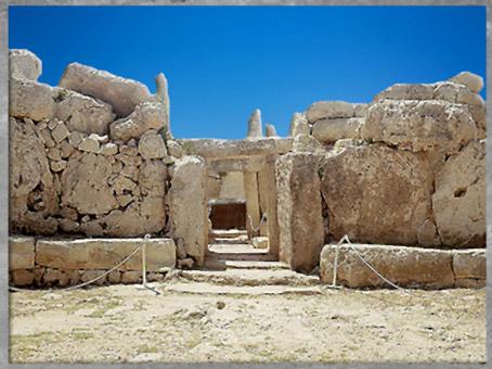D'après les sanctuaires de Mnajdra, IVe -IIIe millénaire avjc, complexes mégalithiques de Malte, néolithique. (Marsailly/Blogostelle)
