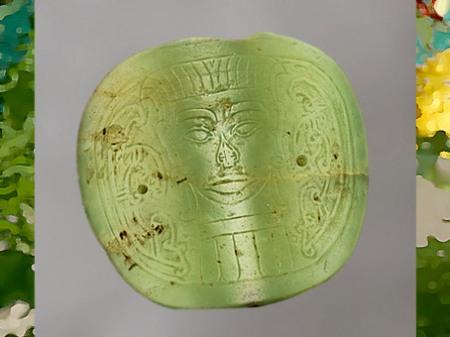 D'après une rondelle, jade vert, motif face humaine, culture de Longshan, 2500- 1800 avjc, Shandong, néolithique, Chine ancienne. (Marsailly/Blogostelle)