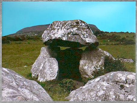 D'après un dolmen irlandais, mégalithes, néolithique. (Marsailly/Blogostelle)