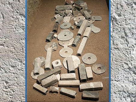 D'après «L'enterrement sous le jade», tombe d'un membre de l'élite, vers 3300-2000, culture de Liangzhu, fin néolithique, Chine ancienne. (Marsailly/Blogostelle)