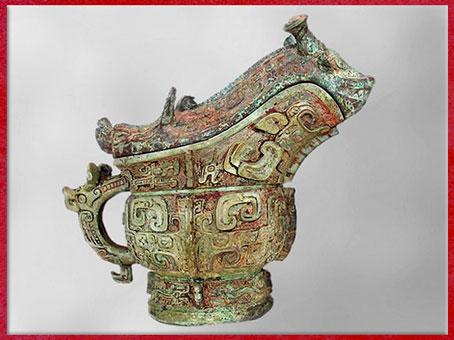 D'après une verseuse guang, service du vin de céréale, bronze rituel, XIIe siècle avjc, dynastie Shang, âge du Bronze, Chine ancienne. (Marsailly/Blogostelle)