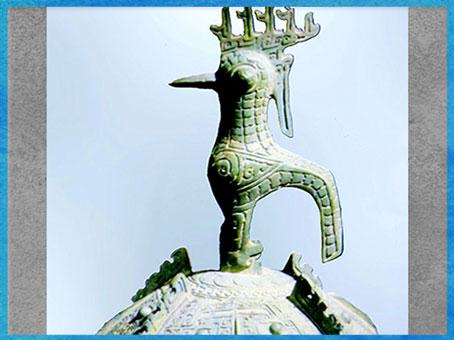 D'après un oiseau, couvercle de récipient rituel, bronze, dynastie Shang, vers 1600 - 1100 avjc, âge du Bronze, Chine ancienne. (Marsailly/Blogostelle)