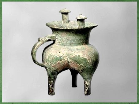 D'après un bronze rituel tripode, formes en mamelles, récipient à vin, fin XIe siècle avjc, dynastie des Zhou occidentaux, Shaanxi, âge du Bronze, Chine ancienne. (Marsailly/Blogostelle)