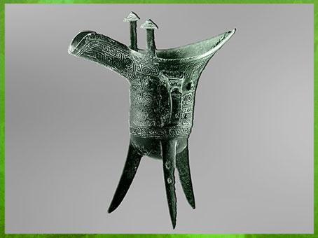 D'après une coupe jue, pour boissons alcoolisées, bronze rituel, fin dynastie Shang, XIVe-XIe siècle avjc, âge du Bronze, Chine ancienne. (Marsailly/Blogostelle)