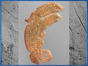 D'après un oiseau sculpté dans le jade, XIe siècle avjc, fin dynastie Shang, âge du Bronze, Chine ancienne. (Marsailly/Blogostelle)