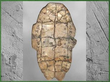 D'après une inscription divinatoire, écaille de tortue, XIIIe siècle avjc, dynastie Shang, règne roi Wu Ding, âge du Bronze, Chine ancienne. (Marsailly/Blogostelle)