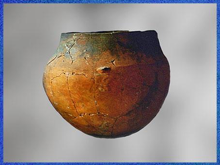 D'après une céramique carénée, terre cuite, chalcolithique, IIIe millénaire avjc, âge du cuivre. (Marsailly/Blogostelle)