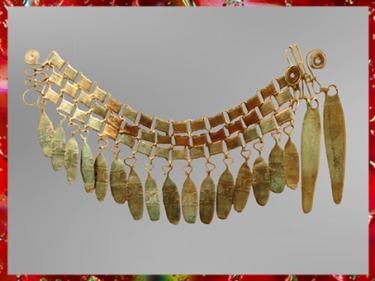 D'après une ceinture à pendeloques, bronze, vers 1000 avjc, Theil, Loir-et -Cher, France, âge du Bronze. (Marsailly/Blogostelle)