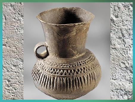D'après un pichet, poterie de Videlles, terre cuite, décor excisé, Essonne, France, âge du Bronze. (Marsailly/Blogostelle)